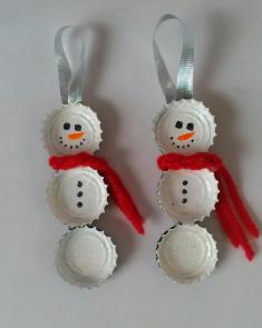 These bottle cap snowmen are easy and fun to make. I didn't even look up a tutorial. I had seen pics, and just figured it out as I went along. Do a search for bottle cap ornaments, and you'll see a fun variety.